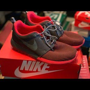 Nike Roshe One (Men's 10)